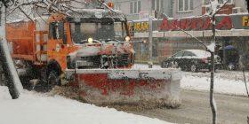 Rrugët kryesore të kryeqytetit, të pastruara nga bora