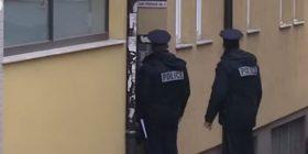 Policia kontrollon Albin Kurtin në banesë (Video)