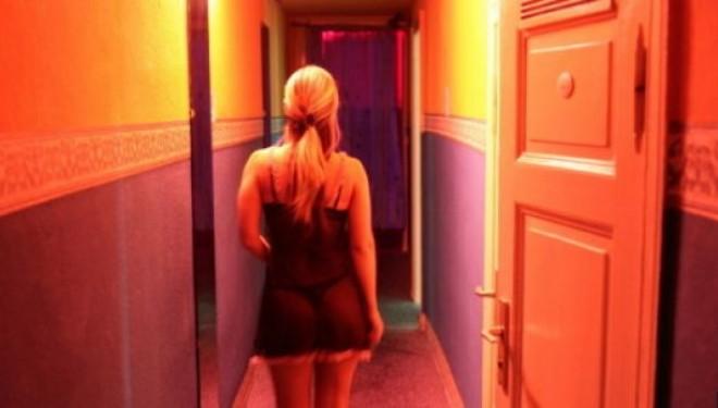 Rrëfehet vajza seksi: 7 gënjeshtrat që u themi meshkujve kur bëjmë seks