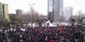 Protestuesit e kërkojnë Albin Kurtin