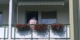 Vjehrri dhe burri kosovarë duan ta hedhin gruan nga ballkoni, e shpëton i biri 9 vjeçar