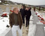 Ish-ambasadori Walker e quan propagandë të Serbisë deklaratën e Vuçiqit për Reçakun