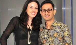 Indonezianët krahasojnë Bleonën me Angelina Jolie