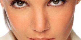 Ja cilat janë 5 zakonet që ju krijojnë rrudha në fytyrë