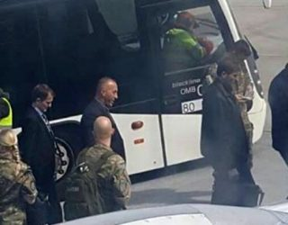 Mustafa e Haradinaj u takuan në aeroportin e Frankfurtit (Video)