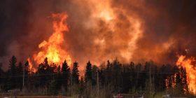 Vazhdon evakuuimi i kanadezëve nga zona që po digjet