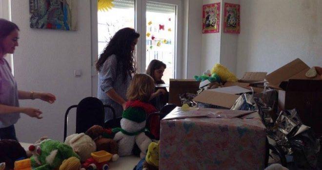 Rotaraktët gjilanas dhurojnë lodra për Qendrën e Kujdesit Ditor