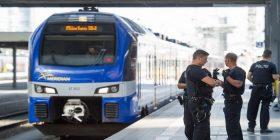 """Mynih, islamiku godet me thikë disa persona në stacionin e trenit duke thirrur """"Allahu Akbar"""""""