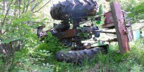 Axha e shtyp aksidentalisht nipin për vdekje me traktor
