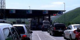 Masat e reja ndaj COVID-19 i detyrojnë kosovarët të kthehen nga pushimet, bllokohet kufiri në Vërmicë