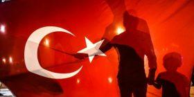 """AI kritikon """"shkarkimet arbitrare"""" në Turqi"""