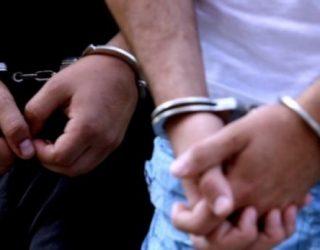 Arrestohet djali që rrahte nënën, këtë herë i vodhi bizhuteritë
