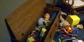 20 foto që dëshmojnë se fëmijët mund të flenë kudo (Foto)