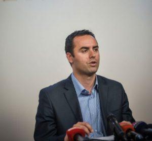 VV kundërshton udhëheqjen e dialogut nga Thaçi, paralajmëron protesta