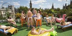 """Harrohet """"Shkuma Party"""", hapet taraca e parë nudiste (Foto+18)"""