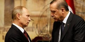 Putin e uroi Erdoganin për fitoren në referendum