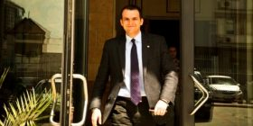 Profili i Ukë Rugovës: Njeriiu që asocion me krimet, mashtrimet, mafiozë e sekserë (Video)