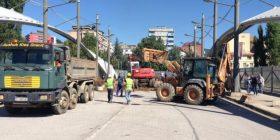 """Rrethoja me pllaka metali, """"barrikadë"""" që ndan Mitrovicën"""