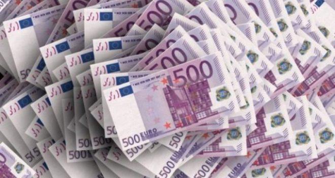 Kapen 200 mijë euro cash në Han të Elezit