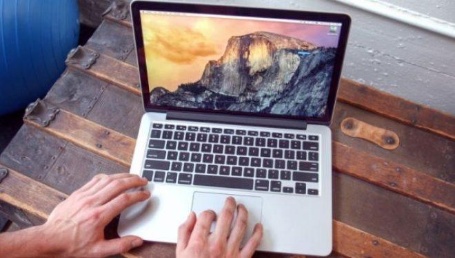Apple mendon heqjen e portit të kufjeve edhe nga MacBook Pro