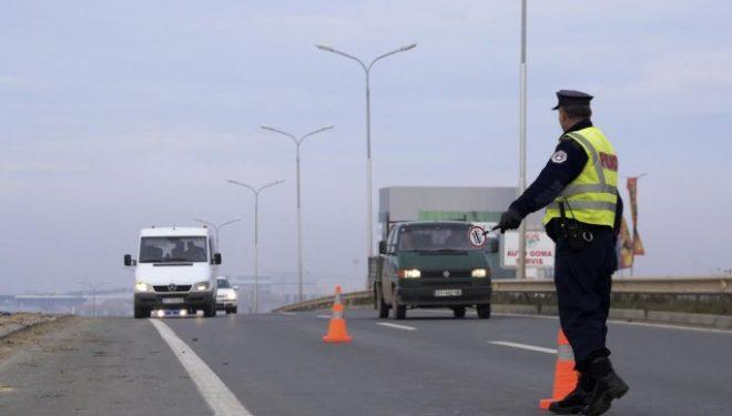 Vetëm dje policia shqiptoi afër 1 mijë tiketa trafiku
