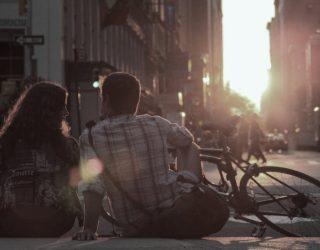 Arsyet suprizuese pse dikush bie në dashuri me ju