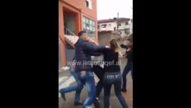 Vajzat masakrojnë djalin në Elbasan, reagon policia: Ja e vërteta (VIDEO)
