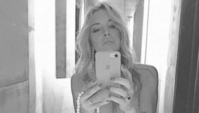 """Lindsay Lohan, selfie """"topless"""" (Foto +16)"""