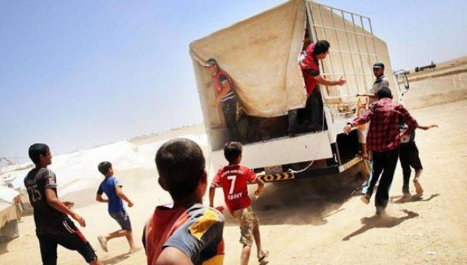 """""""Gjysmëhëna e kuqe"""" dërgon ndihma për dhjetë mijë irakianë në Mosul"""