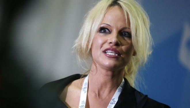 Edhe Pamela Anderson kundër Trump