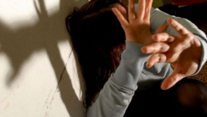 Tmerr në Kavajë/ Djali seks me motrën e mitur….rreh edhe prindërit!
