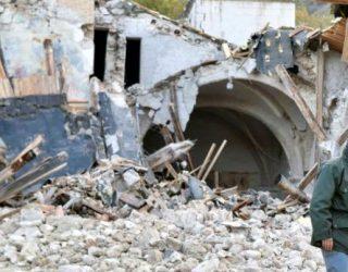 Tërmeti shkatërron Italinë (Foto)