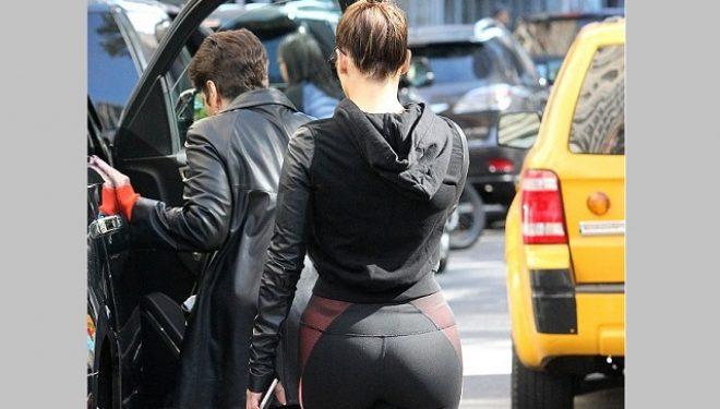 Jennifer Lopez tërheq vëmendjen dhe e veshur (FOTO)