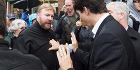 Kryeministri 'neutralizon' qytetarin e revoltuar (Foto)