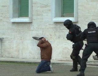 """""""Pengmarrje"""" në Tiranë, Forcat Speciale vrasin 1 nga autorët (VIDEO – Aksioni i ndërhyrjes)"""