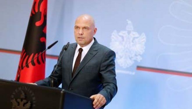 Skandali seksual, Manjani kërkon shkarkimin e kreut të Gjykatës së Gjirokastrës