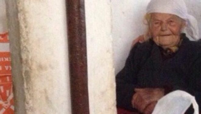 Plaka e braktisur 93-vjeçare, e vetme dhe e uritur: Kanë dalë e më kanë lanë vetëm!