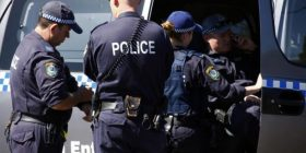 Plagosen katër persona në Australi