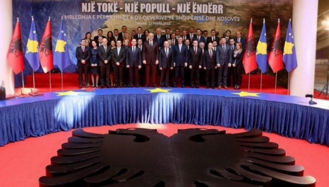 A do të duhej të mbahej mbledhja e qeverive Kosovë-Shqipëri, pas 'fërkimeve' të fundit?