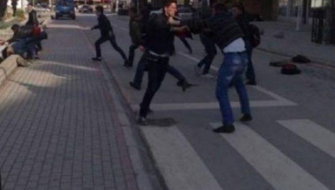 Përleshje masive mes punëtorëve të Bechtel-Enkas, një dërgohet në spital- gjashtë të tjerë arrestohen