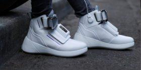 Arrijnë këpucët me TV të integruar (Video)
