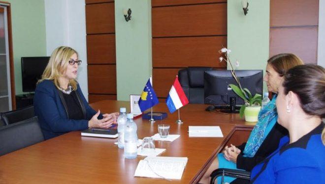 Njomza Emini takoi ambasadoren e Mbretërisë së Holandës, Gerrie Willems
