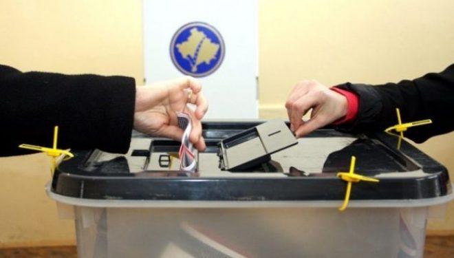 """Vëzhguesit e zgjedhjeve """"mësyjnë"""" Kosovën"""