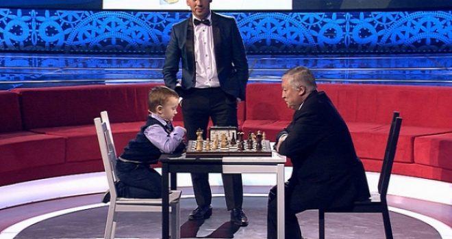 3 vjeçari sfidon kampionin e botës në shah