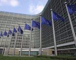 Flamujt e BE-së ulen në gjysmë shtize