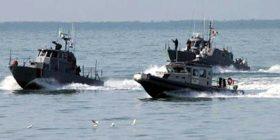"""Shpëtohet pas 10 orësh skafi, në ndihmë anija """"Oriku"""" dhe helikopteri """"Cougar"""" (Video)"""