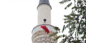 Ngritet flamuri shqiptar në xhaminë e Manastirit (Foto)