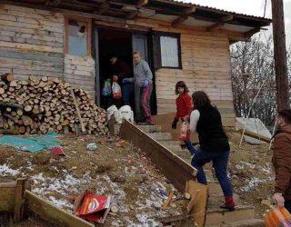Korab Shaqiri me kolegë ndihmojnë familjet në nevojë
