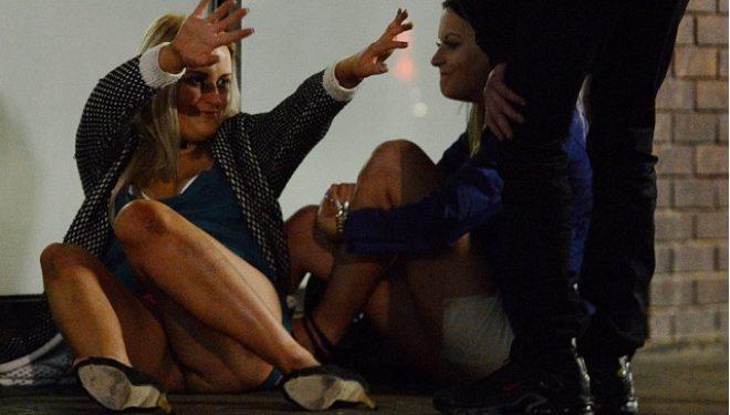 Alkool, gjoks jashtë e ngacmime seksi, foto tmerruese një natë pas Vitit të Ri (Foto +16)