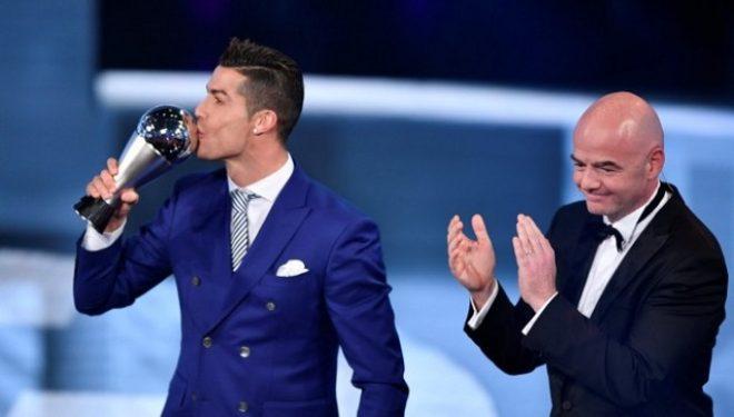 """Ronaldo, """"Lojtari më i mirë i vitit"""" nga FIFA"""